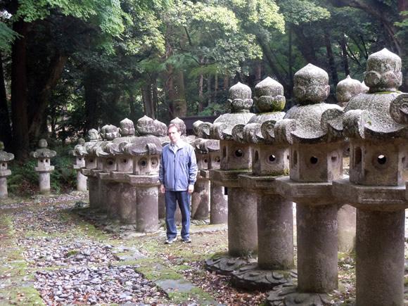 500 stone lanterns