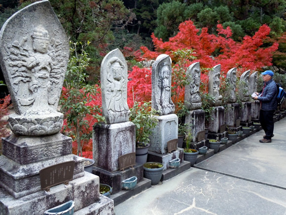 Bill looks at statues at Daisho-in Temple.