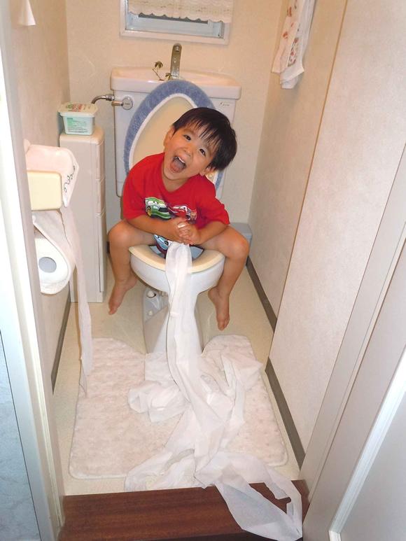 Roy on the toilet