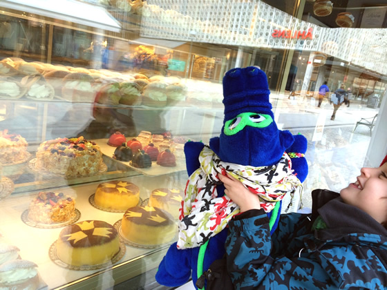 SWEDEN: I like cake in any language, too!