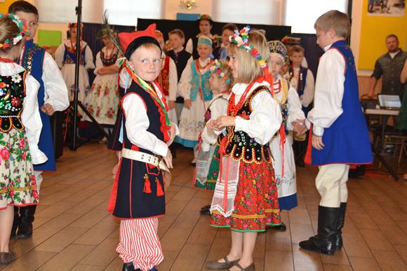 Polish folk dancing at Polish Bilingual Day 2015